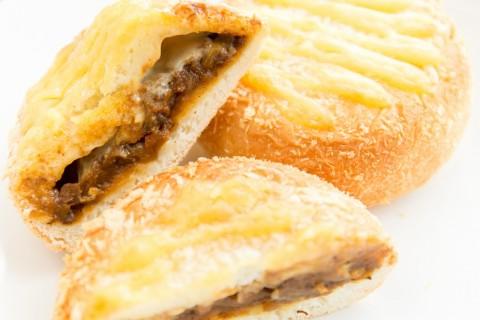 ベイクドチーズカレーパン